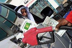 沙特阿拉伯和油价都一样 转向时都需要小心