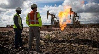 美国股市下跌后 原油价格接近47美元