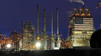 石油多头在一个月内最大的每周收益 只因为美国原油过剩放缓