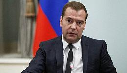 """俄罗斯总理:美国制裁法案可能是一场""""全面的贸易战争"""""""