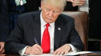 美国制裁俄罗斯法案签署后 特朗普再次抨击国会