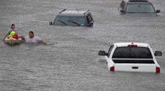 哈维飓风强势袭击 破坏了美国石油市场