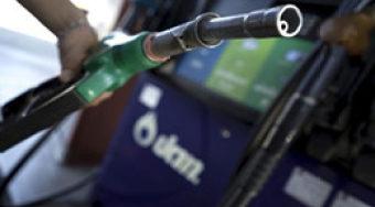 汽油期货价格飙升 石油挣扎 市场继续衡量哈维飓风对供求的影响