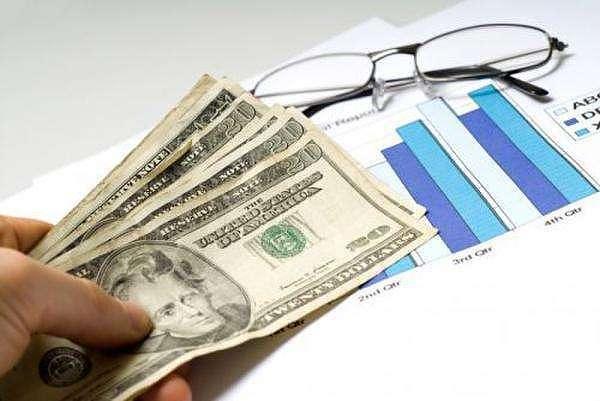 (黄金价格跌至近两周低点 聚焦美国通货膨胀数据)