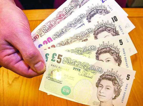 英国硬脱欧引发英镑大幅下跌