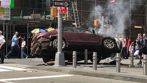 """(财经早餐:纽约下城区发生严重汽车撞人案 穆勒披露""""通俄门""""首份起诉名单)"""