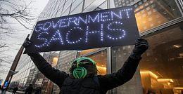 """""""沼泽怪物""""高呼在高盛安营扎寨 整周抗议高盛对特朗普政府的影响"""