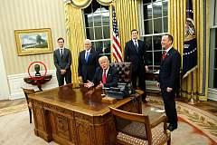 特朗普最新消息:特朗普上任即开天窗 80位美驻外大使被辞退