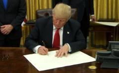 """美国正式退出TPP美元持续下跌  参议院军委主席认为这是""""严重错误"""""""