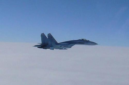 """俄战机与美军侦察机擦肩而过 美方指挥官认为互动""""安全且专业"""""""