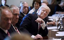 """特朗普内阁会议""""首秀""""极尽表现之能 CNN评论堪称""""史上最奇怪内阁会"""""""