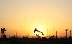 石油价格不断贬值 为什么是美国规则油价而不是欧佩克