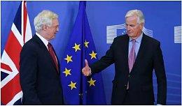 脱欧首轮谈判确定先谈人再谈贸易 英镑持续贬值至15%