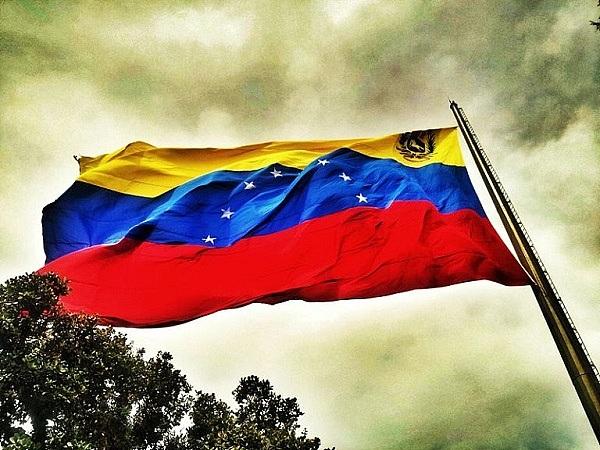 委内瑞拉最高法院颁布法令 行政、立法和司法承认石油币法定地位
