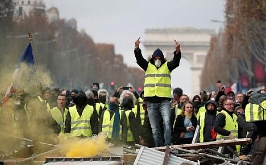 巴黎的抗议活动中 | 有人支持比特币、反对不受限制的印钞行为