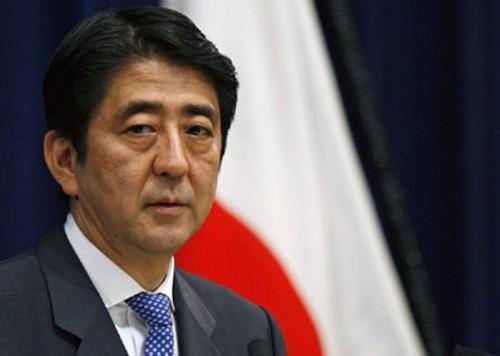日本首相安倍面临国会特别委员会会议的质问
