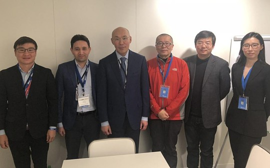 AIFC主席Kairat Kelimbetov与中国区块链代表团达沃斯论坛现场会面