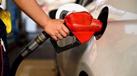 """国内成品油""""两连涨""""难实现 国际原油价格一直处于下跌"""