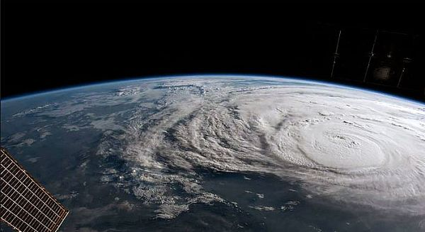 (飓风哈维和伊玛影响导致石油价格下跌)