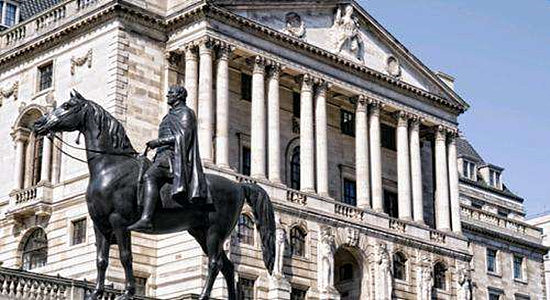 (英国央行将指标利率下调至纪录低位0.25%)