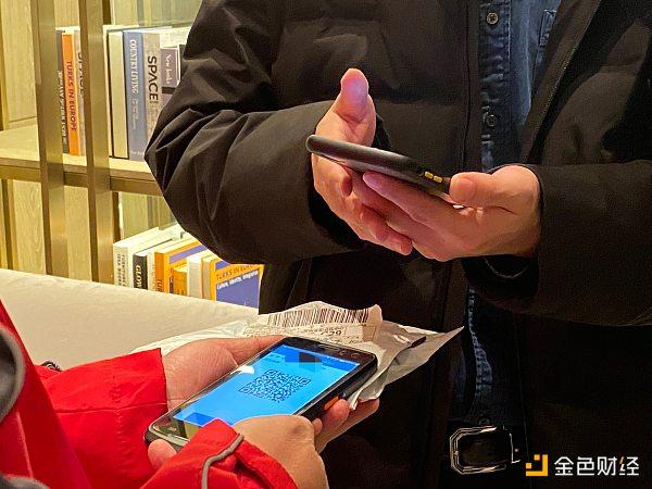 一位苏州数字人民币红包的中签者正在货到付款