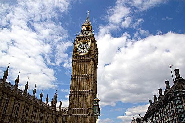"""(财经早餐:出口民调显示英国料迈向""""悬浮议会"""",英镑应声重挫 来源:金色财经)"""