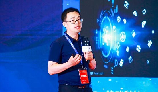 中国互联网金融创新研究院院长、中央财经大学金融法研究所院长黄震作演讲